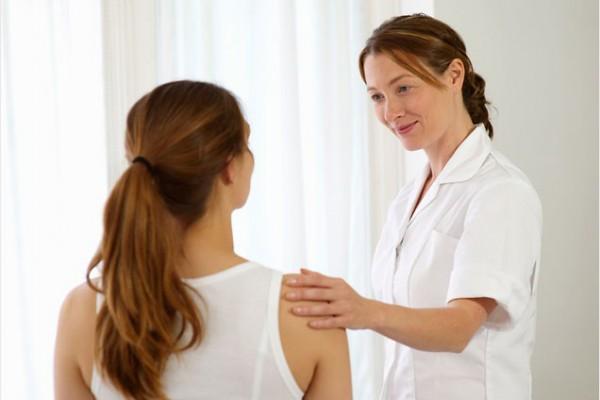 crohns-doctor-patient-636-600x400