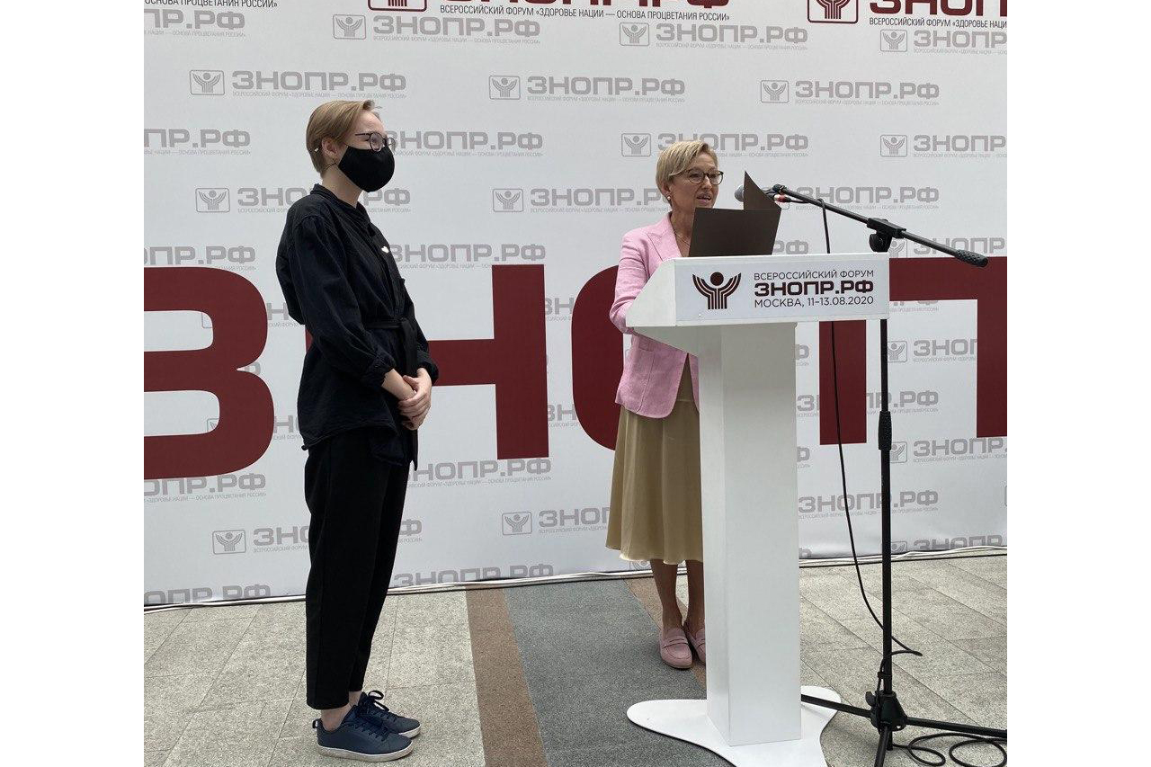 Награждение волонтеров за помощь врачам в период пандемии. Москва, 11 августа 2020 года.