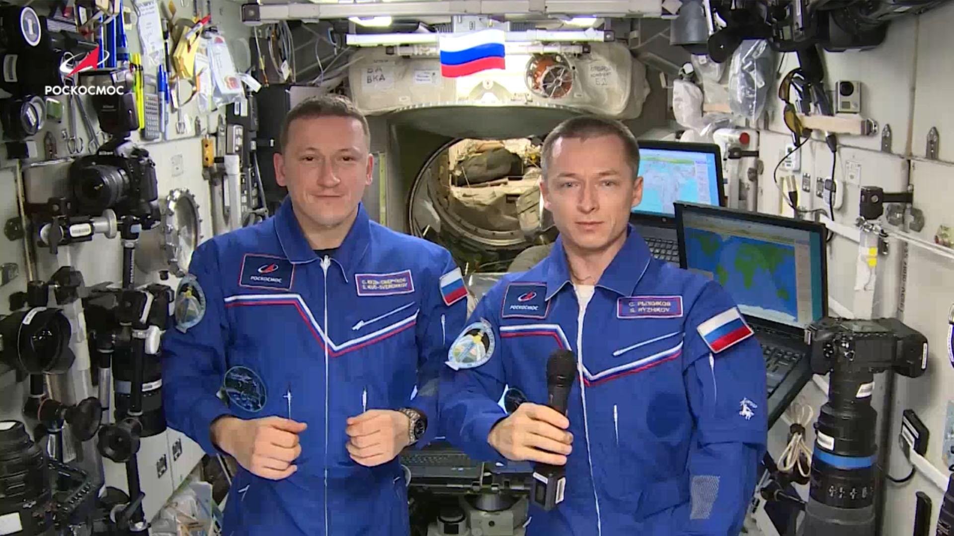 Российские космонавты поздравили Боткинскую со 110-летием