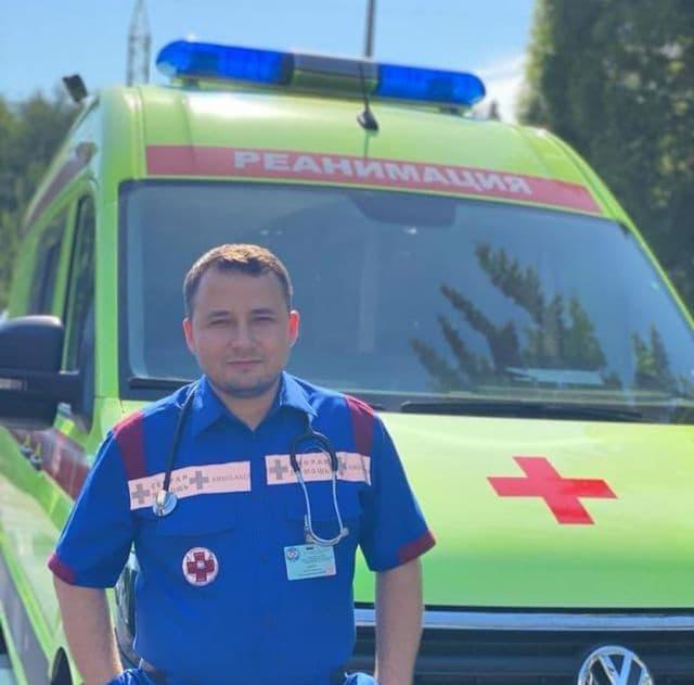 Врачи Боткинской спасли пациента, которому внезапно стало плохо на улице