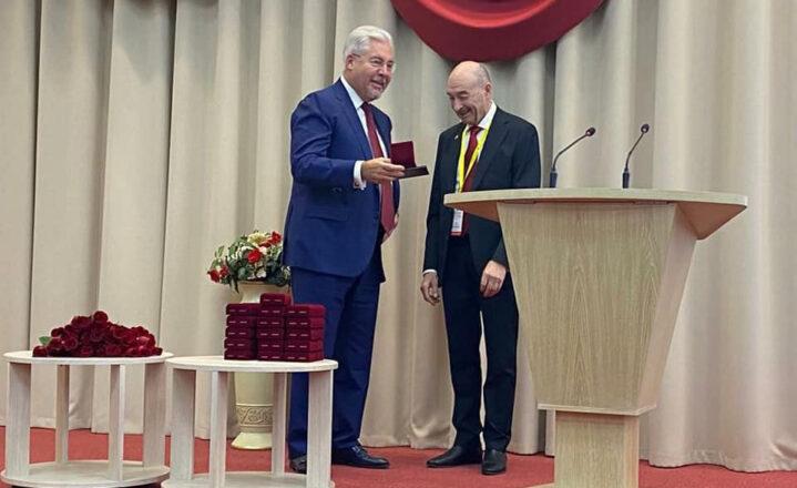 Алексей Васильевич Шабунин награжден медалью имени академика В.И. Шумакова